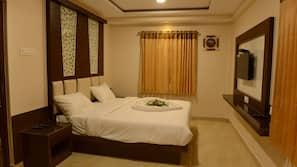 Premium bedding, down duvet, in-room safe, iron/ironing board