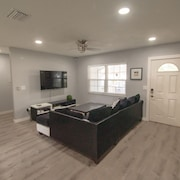 Modern Luxurious Home Near Usf, Busch Gardens, Moffitt, Adventure Island