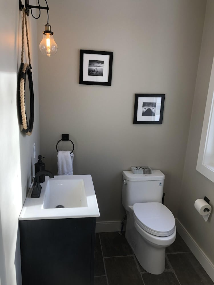 Bathroom, Robin's Nest~Brand new cottage across from Lake Joe *Not waterfront