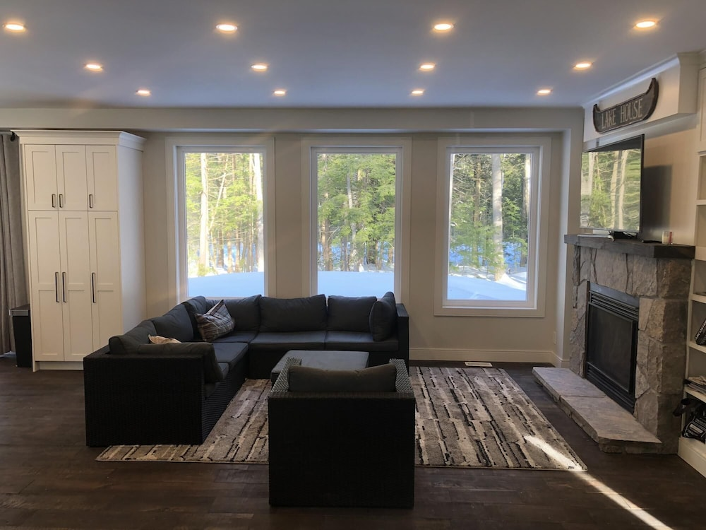 Living Room, Robin's Nest~Brand new cottage across from Lake Joe *Not waterfront