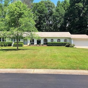 3200 sq ft 4bd/3ba Spanish-style Ranch Convenient to ATL