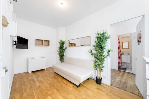 Beautiful and New for 4 people 5min Paris