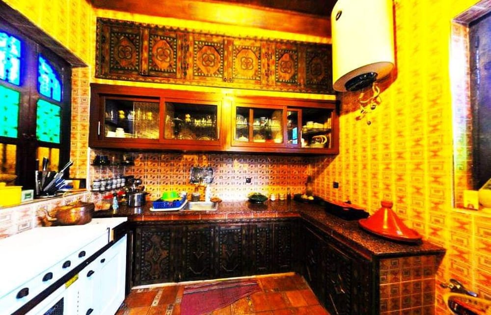 Private Kitchen, Villa With 3 Bedrooms in Aghmat, With Wonderful Mountain View, Private Pool, Enclosed Garden