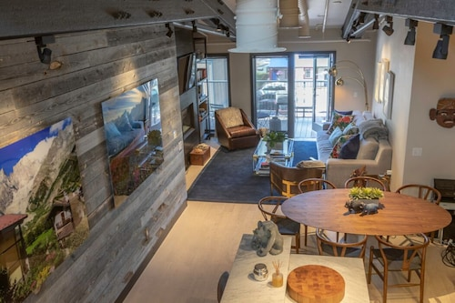Best Location: Mountain Modern Loft for VIP Guests