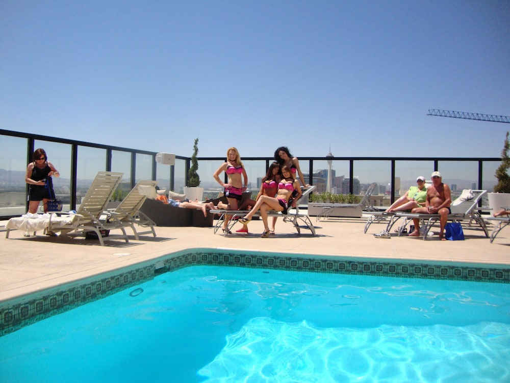 Outdoor Pool, Hotel Apache
