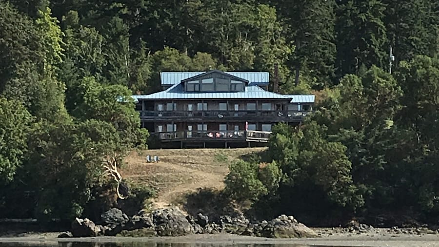 Arbutus Cove Guesthouse