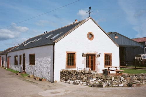 The Beltie Byre - Lovely Spacious Modern Steading Conversion Sleeps up to Eight