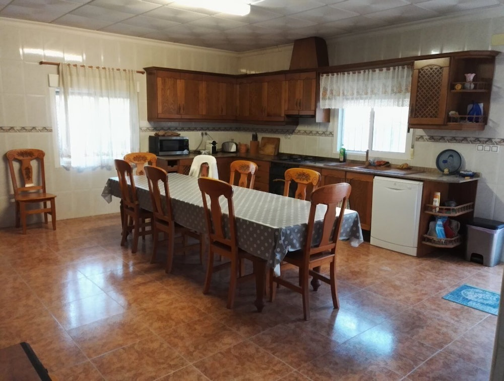 Private Kitchen, Large Quiet House With Private Pool 12 km From the Family Ideal sea