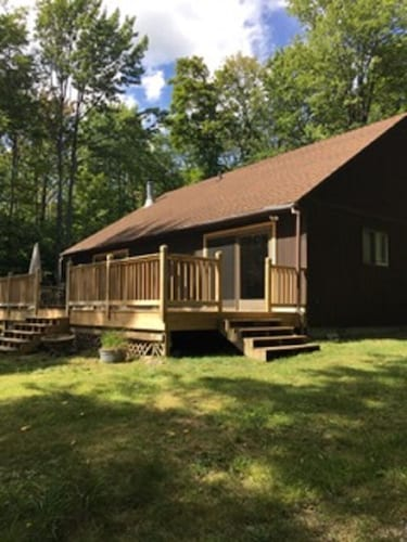 Lakeside Cabin Located in the Heart of Michigan's Upper Peninsula!