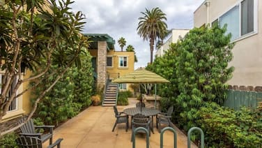 Charming OB beach condo, steps to the beach, listen to the waves crash