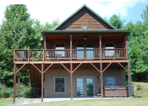Misty Mountain Retreat - Hot Tub / Pet Friendly / Wifi / Scenic Mountain Views
