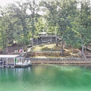 Lakefront, 200' on Norris. Spectacular Views/dock/private Cove. Gentle Slope