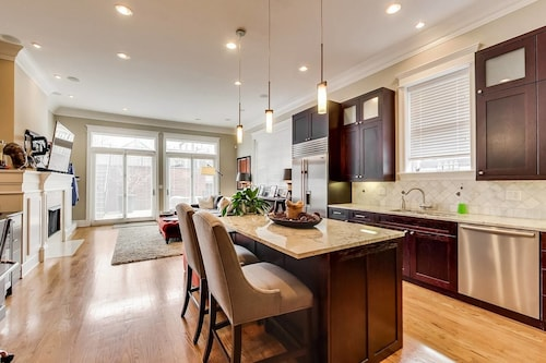 Bucktown Beauty - Luxurious & Quiet 4 BDR Home