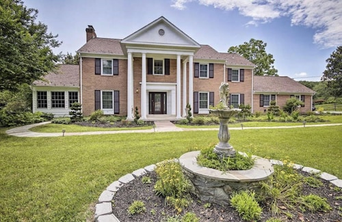 Luxury Potomac Estate Just Minutes From D.C