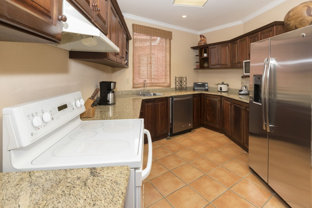 Private Kitchen, Ocean View Luxury Condo Reserva Conchal A13
