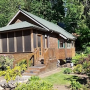 Mckenzie River Cabin @ The Log Canin Inn