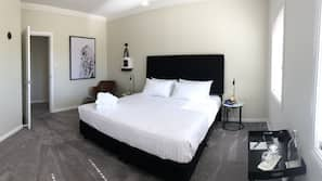 5 bedrooms, premium bedding, down duvet, Tempur-Pedic beds