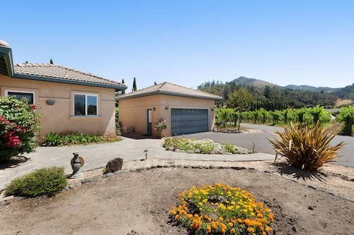 Scenic Vineyard Casita in a Peaceful Setting w/ Views of Sugarloaf Ridge!