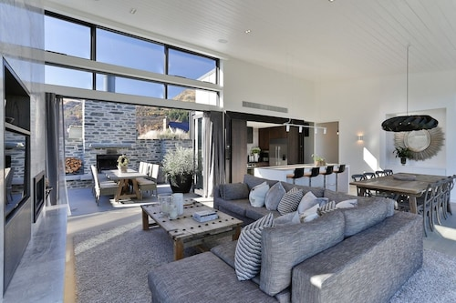 Luxury Arrowtown Opulence