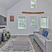 Beautifully Furnished Private Retreat in Andover!