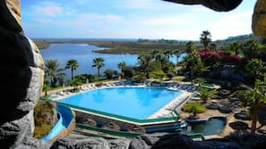 2 indoor pools, 3 outdoor pools, pool umbrellas, pool loungers