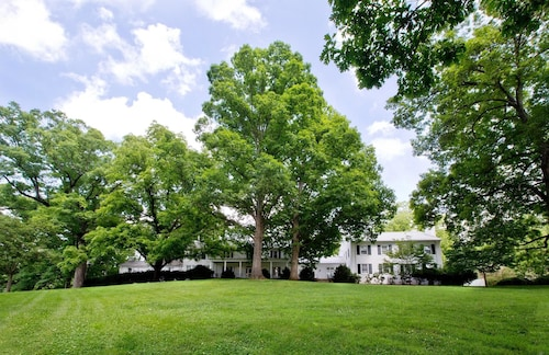 Tanglewood Manor House Bed & Breakfast