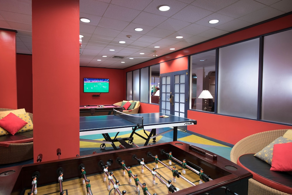 Game Room, Fairmont Southampton - All Inclusive