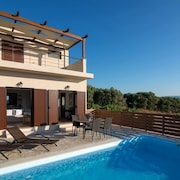 Malvasia Villa Amazing views with pool
