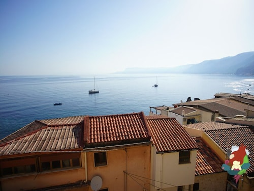 Chianalea di Scilla · Three-room Apartment With Sea View