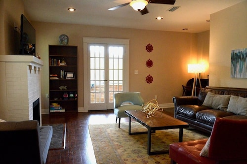 Spacious Hyde Park Apt, Walk to Riverwalk/ut