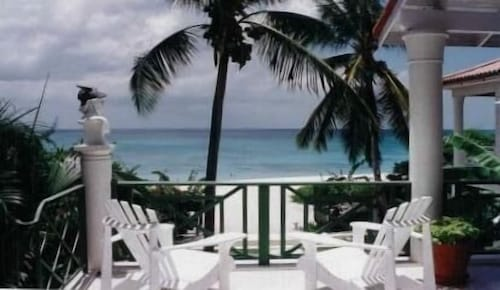 Beachfront Studio -sea and Sand at the West-coast of Barbados