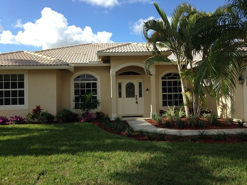 Sunny South Florida - Walk to WEF & Global Dressage - Wifi Included