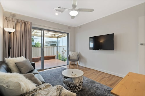 Adelaide 2 Bedroom Unit With Free Wifi, Netflix & Parking