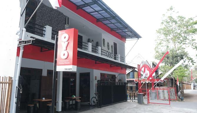 Oyo 1380 Velodrome Family House In Malang Expedia