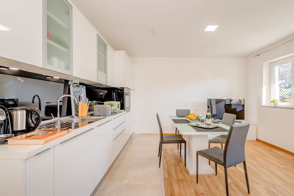 Private Kitchen, LCT Oleander Apartments