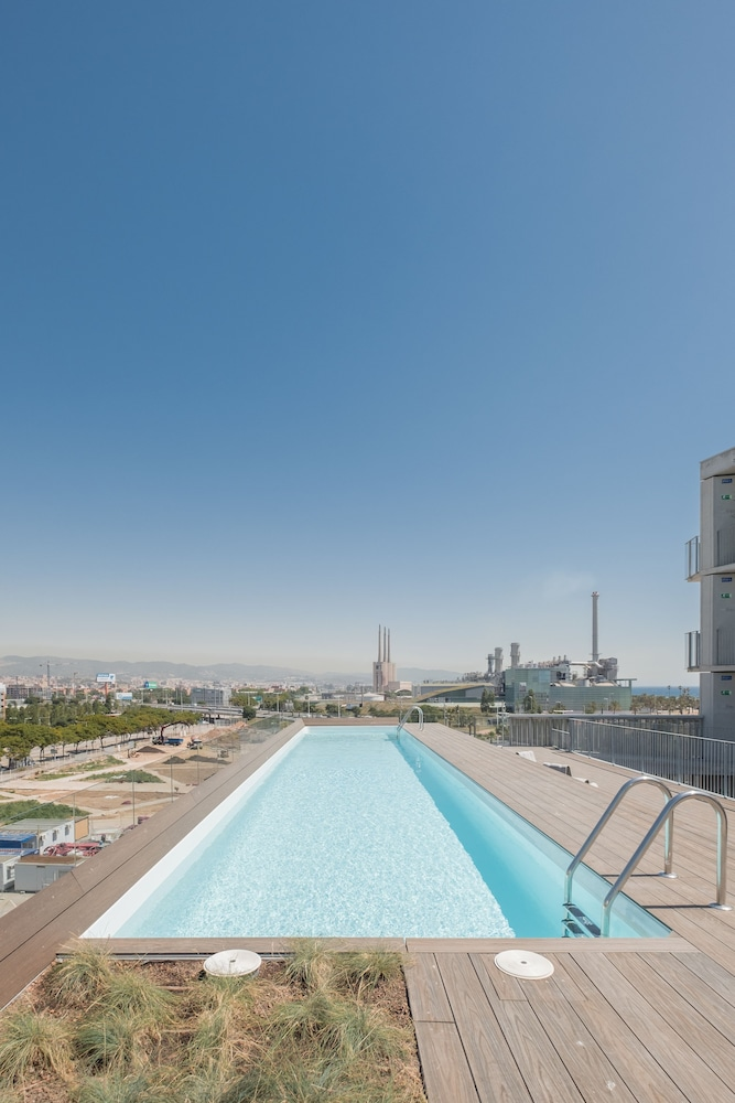 Outdoor Pool, Xior Diagonal Besòs Residence Only for students and academic staff at Barcelona schools/universities