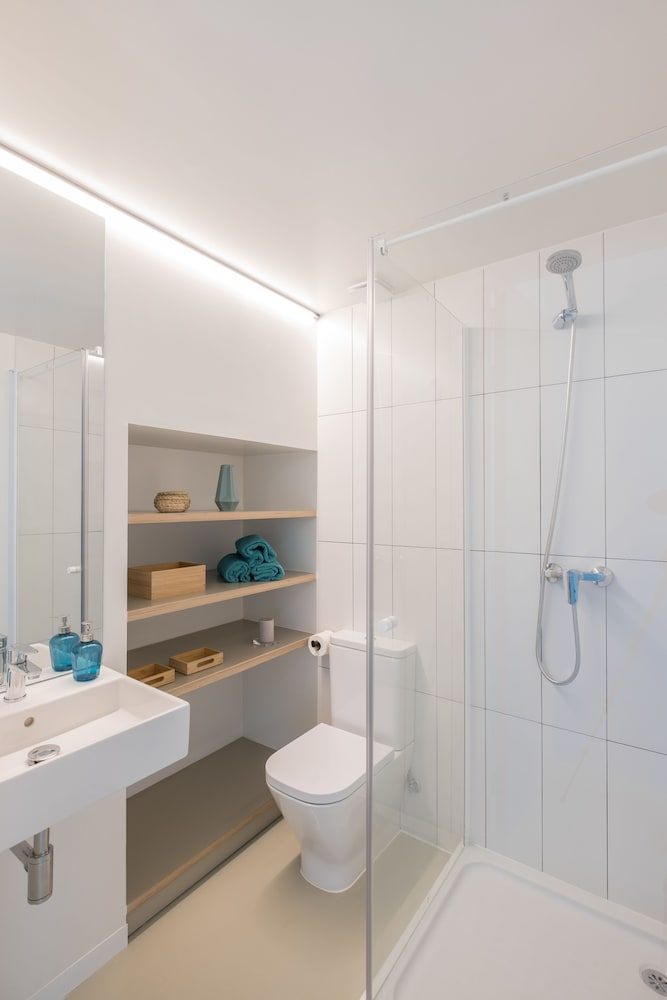 Bathroom, Xior Diagonal Besòs Residence Only for students and academic staff at Barcelona schools/universities
