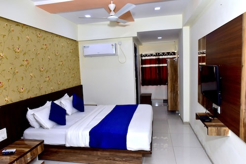 Hotel Shubham Palace by Sky Stays