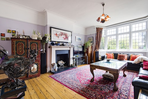 Vintage Twickenham Home by the River Thames