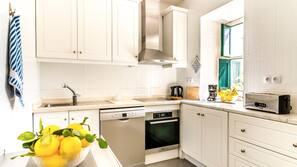 Kühlschrank, Ofen, Geschirrspüler, Toaster