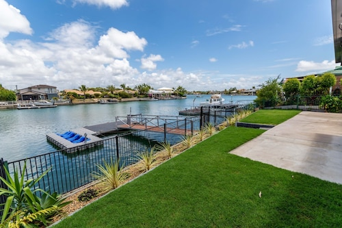 Canal Duplex Close to Everything you Need for a Great Holiday