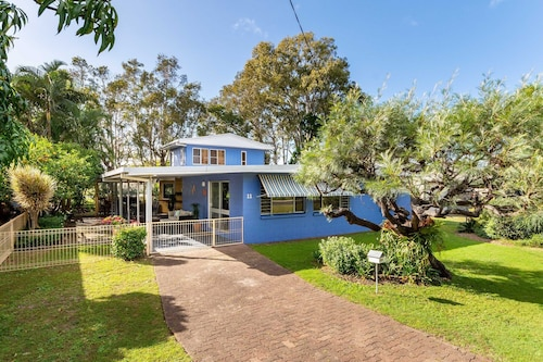 Bribie Beach House, Waterfront Directly Across the Road - Solander Esp, Banksia Beach