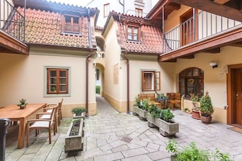 Romantic Condo near Charles Bridge
