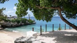Cabañas (kostenlos), Sonnenschirme, Strandtücher, Volleyball