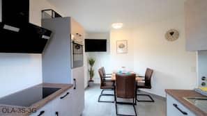 Großer Kühlschrank, Mikrowelle, Ofen, Geschirrspüler