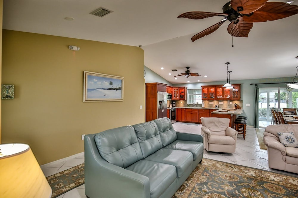 Living Room, Reel `Em In 3bed/2 Bath Single Family With Private Pool & Dockage, Cabana Club Access