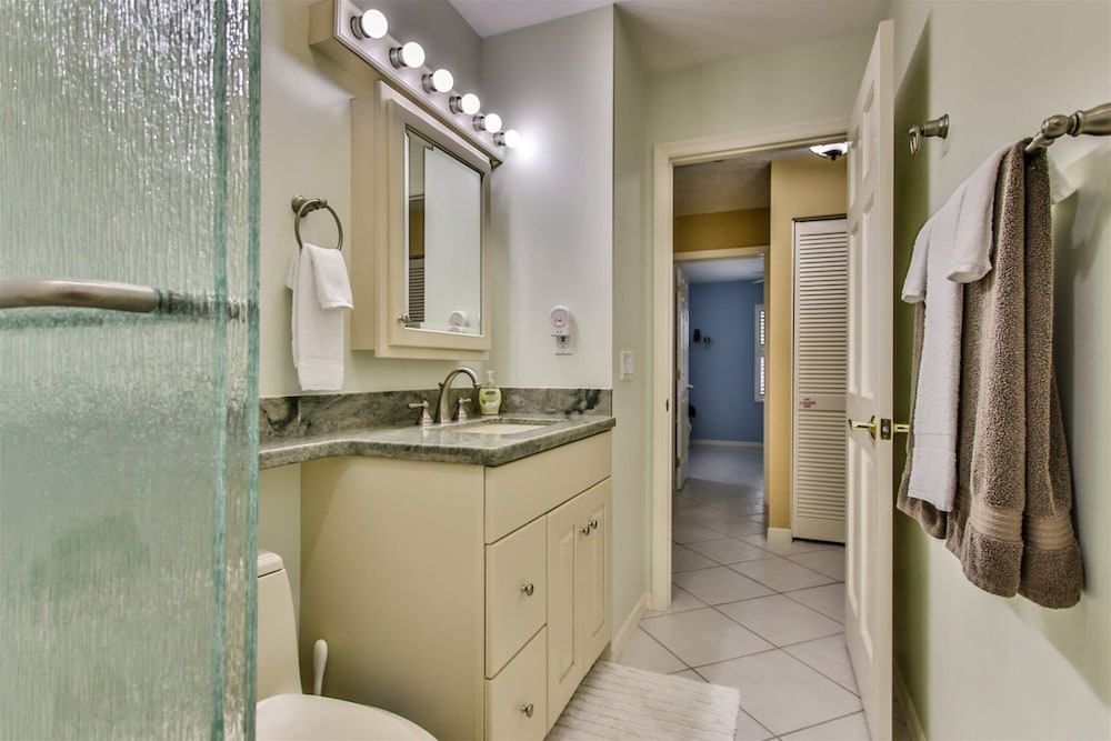Bathroom, Reel `Em In 3bed/2 Bath Single Family With Private Pool & Dockage, Cabana Club Access