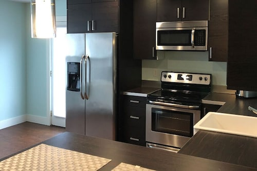 #1 Modern Breeze Apartment in Downtown Omaha