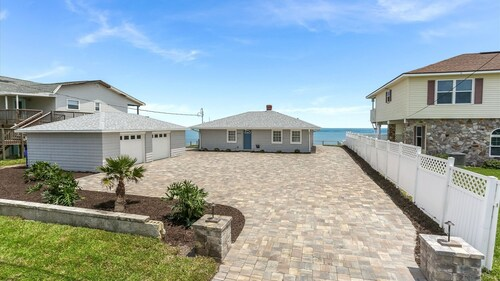 Casually Coastal 3 Bedroom. Right on the Beach and Minutes From St. Augustine
