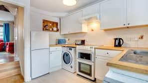 Fridge, oven, dishwasher, cookware/dishes/utensils
